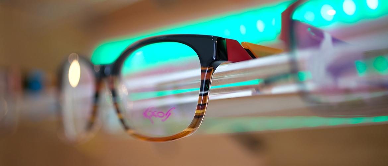 Alboptik-Brillen-Sonnenbrillen-Gläser-Optiker-Fachgeschaeft-Brille-braun